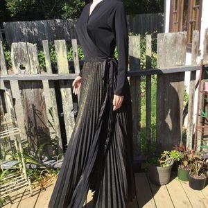 NWOT LuLaRoe DeAnne Wrap Dress Black & Gold